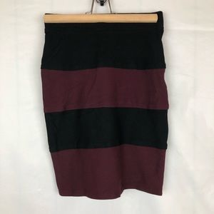 Margaret M Maroon Black Stretchy Skirt Small